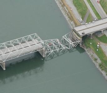 Washington State Faults Truck for I-5 Bridge Collapse